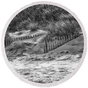 Dunes In Black And White Round Beach Towel