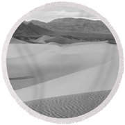 Dunes In The Valley Black And White Round Beach Towel