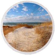 Dunes In Winter Round Beach Towel