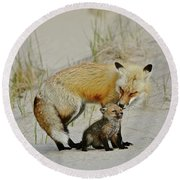 Dunr Fox Father And Child Round Beach Towel
