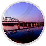 Eagle Watch Along The Mississippi Round Beach Towel