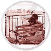 East River Lovers Round Beach Towel