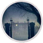 Eerie Mansion In Fog At Night Round Beach Towel
