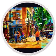Eggspectation Cafe On Esplanade Round Beach Towel