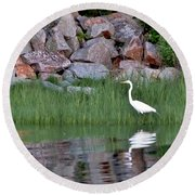 Egret On The Danvers River Round Beach Towel