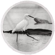 Egret Step In Black And White Round Beach Towel