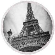 Eiffel Tower And Lamp Post Bw Round Beach Towel