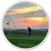 Eighteenth Green At Sunset Round Beach Towel