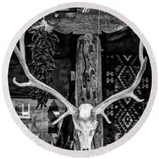 Elk Skull In Black And White Round Beach Towel