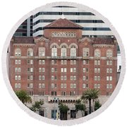 Embarcadero Ymca Building In San Francisco, California Round Beach Towel