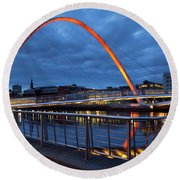 England, Tyne And Wear, Gateshead Millennium Bridge. Round Beach Towel