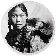 Eskimo Woman And Child Round Beach Towel