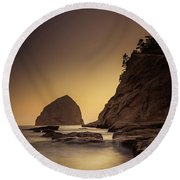 Evening In The Cove Round Beach Towel