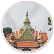 Exquisite Details On The Building Of Wat Arun In Bangkok, Thailand Round Beach Towel
