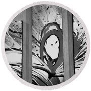 Face In Space B W I Round Beach Towel