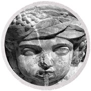 Face In The Fountain Round Beach Towel
