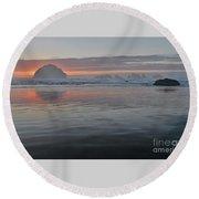 Face Rock Sunset Round Beach Towel