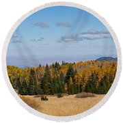 Fall Colors In The Inner Basin Round Beach Towel