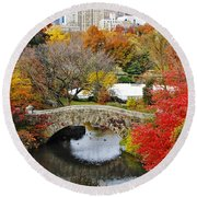 Fall Foliage In Central Park Round Beach Towel