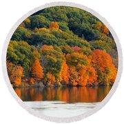 Fall Foliage In Hudson River 14 Round Beach Towel