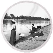 Family Fishiong Round Beach Towel