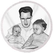 Family In Pointillism Round Beach Towel