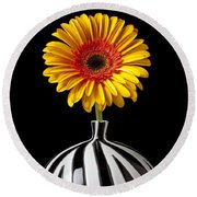 Fancy Daisy In Stripped Vase  Round Beach Towel