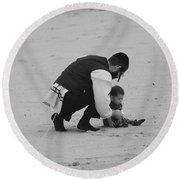 Father And Daughter Round Beach Towel