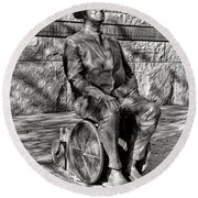 Fdr Memorial Sculpture In Wheelchair Round Beach Towel