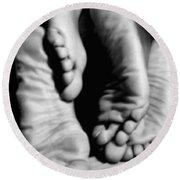 Feet-sees Round Beach Towel