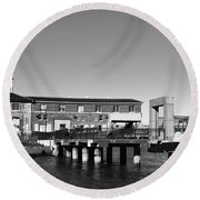 Ferry Building And Pinnacle Building - San Francisco Embarcadero - Black And White Round Beach Towel