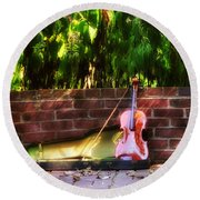 Fiddle On The Garden Wall Round Beach Towel