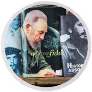 Fidel At The Used Book Sellers Market Round Beach Towel