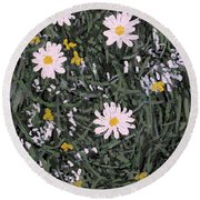 Field Daisies Round Beach Towel