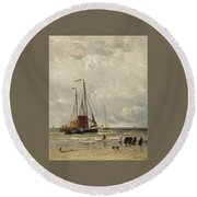 Fishing Barges At Low Tide Round Beach Towel