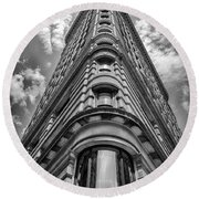 Flatiron Building  Nyc Black And White Round Beach Towel