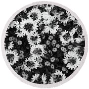 Floral Texture In Black And White Round Beach Towel