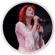 Florence Welch Singer Of Florence And The Machine Performing Live - 002 Round Beach Towel