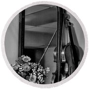 Flowers And Violin In Black And White Round Beach Towel