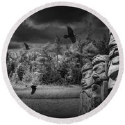 Flying Ravens And Totem Poles In Black And White Round Beach Towel