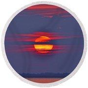 Focusing On The Sun Round Beach Towel