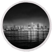 Fog Shrouded Midtown Manhattan In Black And White Round Beach Towel