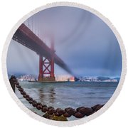 Foggy Day At The Golden Gate Bridge Round Beach Towel