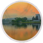 Foggy Sunrise At The Tidal Basin Round Beach Towel