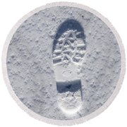 Footprint In Snow Round Beach Towel