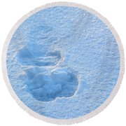 Footprint In The Snow Round Beach Towel