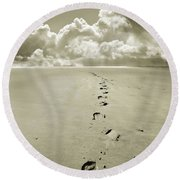 Footprints In Sand Round Beach Towel