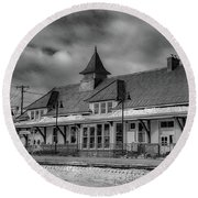 Fort Edward Train Station Round Beach Towel