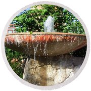 Fountain At Taliesen Round Beach Towel