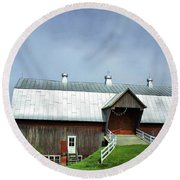 Franklin Barn By The Lake Round Beach Towel